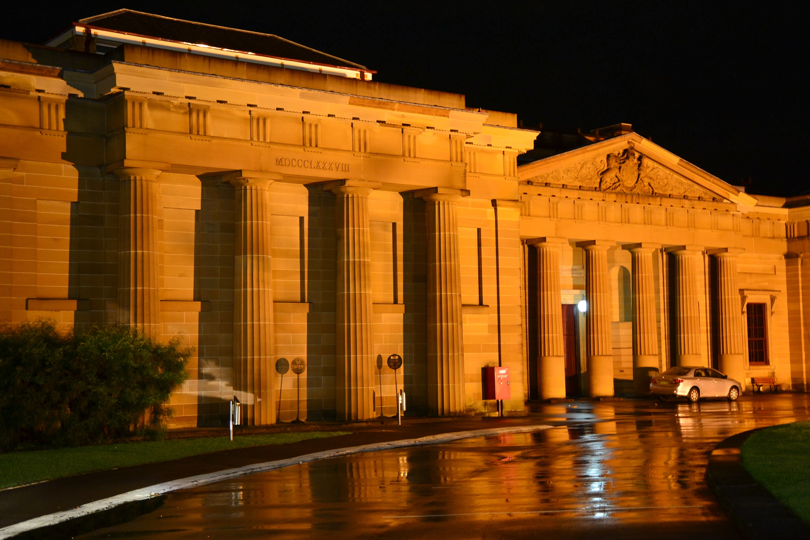 The Darlinghurst Courthouse is an heritage-listed courthouse.